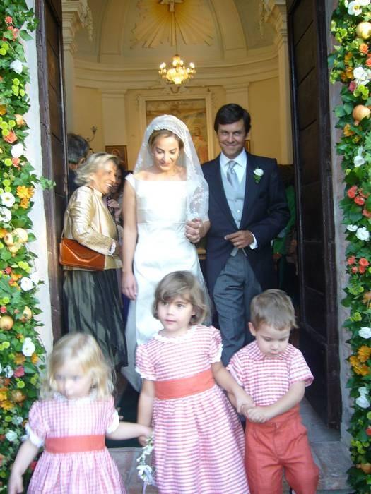 Gli sposi escono dalla chiesa di San Biagio