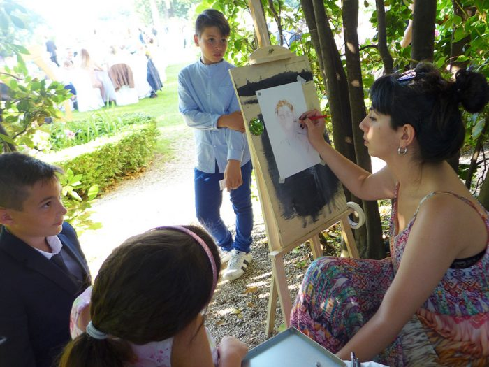 La pittrice ritrae i bambini